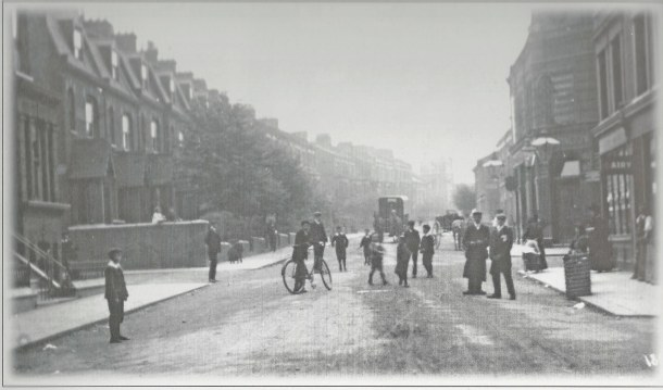 Herne Arms  on Herne Hill Road no date but beofre Trams arrived xx