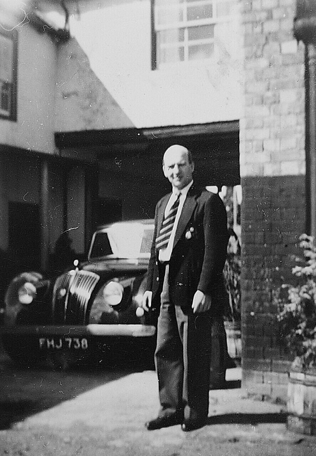 DH Golden Lion Frank Jewell LL Late 50's with his ac saloon in GL yard