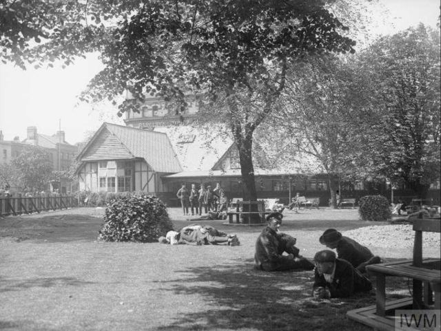 WW1 Recuperating huts on Camberwell Green, Father Red Cap in background